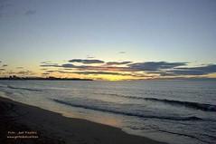 Buenos días #GentedeAlicante! :blush: Un bonito amanecer desde la #playa, siempre es todo un lujo en #LaMillorTerretadelMón :wink: De la mano de nuestro amigo Juan Faustino  Os deseamos un magnífico viernes a todos.:blush: Bon dia a tots familia! :gift_he