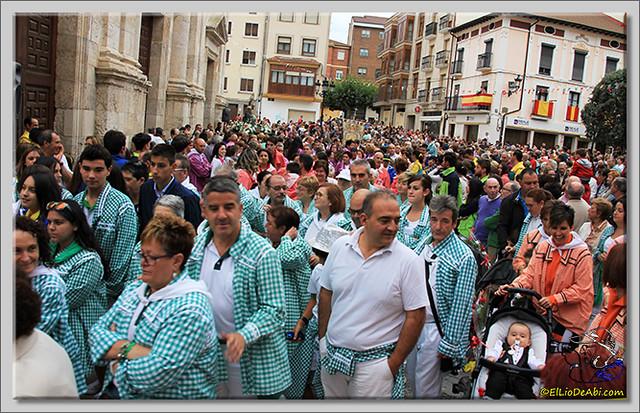 Briviesca en Fiestas 2.015 Procesión del Rosario y canto popular de la Salve (6)