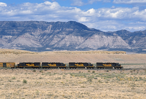 railroad clouds train utah ut desert locomotive local mounds riogrande bookcliffs emd tunnelmotor sd40t2 drgw denverandriograndewestern localfreight dirttrain ljp45 sunnysidebranch