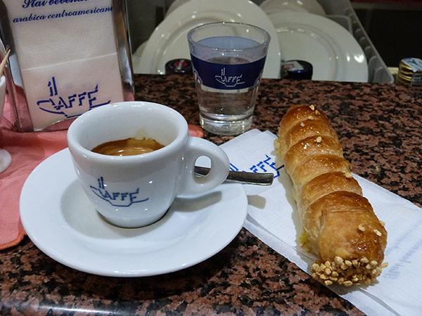 un café et un cornetto