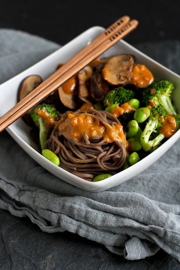 Soba Noodle Bowls with Vegetables and Peanut Sauce…Dig right into this healthy recipe for a quick and filling meal! 368 calories and 10 Weight Watchers PP | cookincanuck.com #recipe #vegan