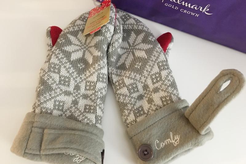 Hallmark-holiday-gift-guide-mittens-4