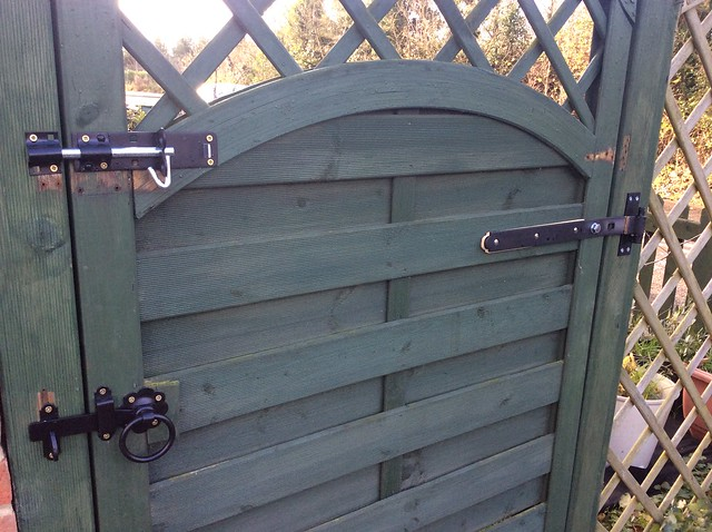 New gate hinges