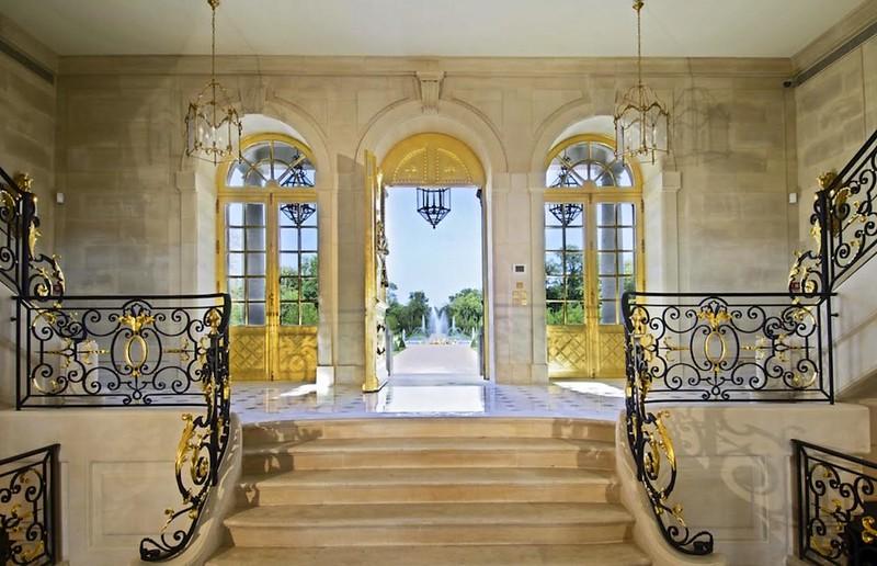 Дом с фонтаном в Париже