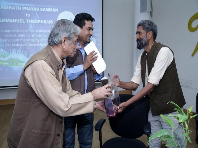 भारत नदी दिवस में अनुपम मिश्र और अन्य लोग