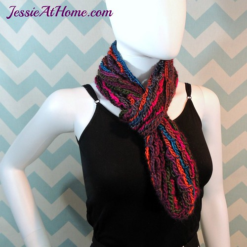 Nettie's-Super-Simple-Cowl-free-crochet-pattern-by-Jessie-At-Home-5