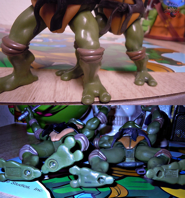 "Nickelodeon ""HISTORY OF TEENAGE MUTANT NINJA TURTLES"" FEATURING LEONARDO - TMNT 2k3 LEONARDO v / ..with Original '03 Leonardo (( 2015 ))"