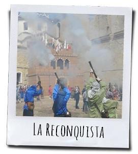 De traditionele strijd op de Plaça de la Iglesia van Altea waarbij de Christenen de stad proberen te heroveren