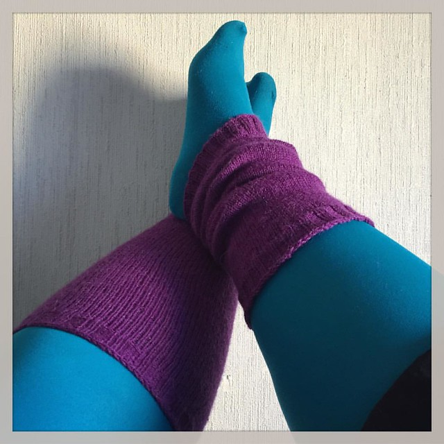 It's not very easy to photograph your own feet! :D These are leaving to Eastern Finland tomorrow. The #legwarmers, not my legs. ;) #knitting #purple #colours #friends