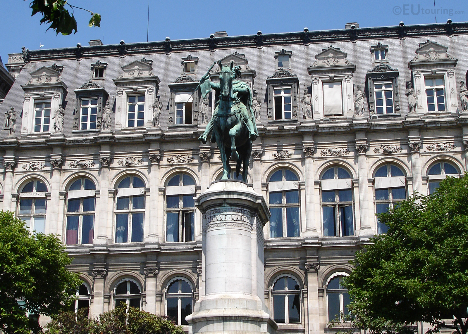Statue of Etienne Marcel and Hotel de Ville