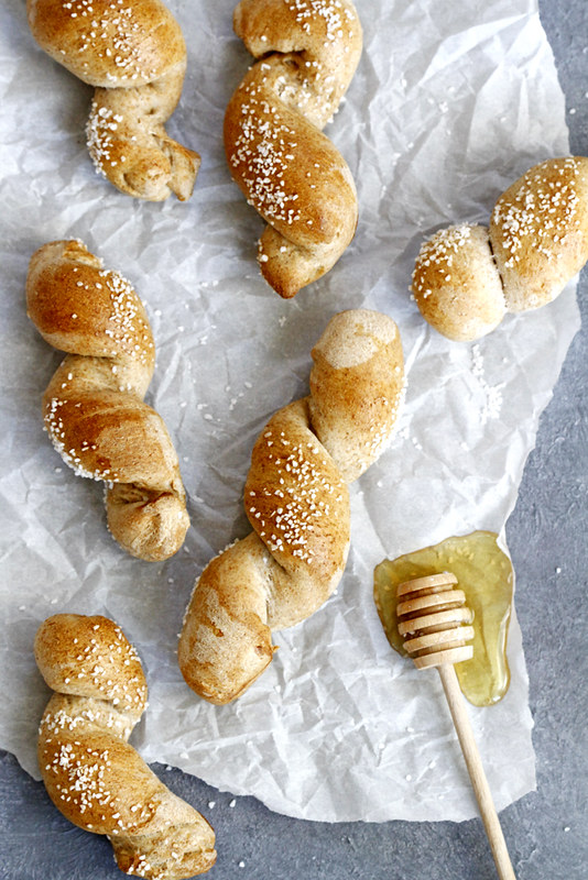 40-Minute Honey Wheat Pretzel Twists | girlversusdough.com @girlversusdough #pretzels #honey #wholewheat #baking #recipe