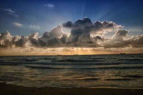 morning usa beach clouds america sunrise florida fortlauderdale atlanticocean runrays nikond90 lasolasbeach