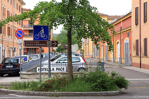 way to Museo Enzo Ferrari