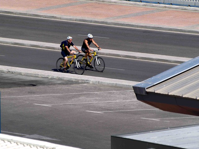 Two cyclists  092