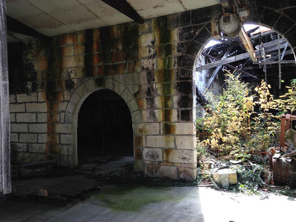 Entrepots abandonnés à Saintes