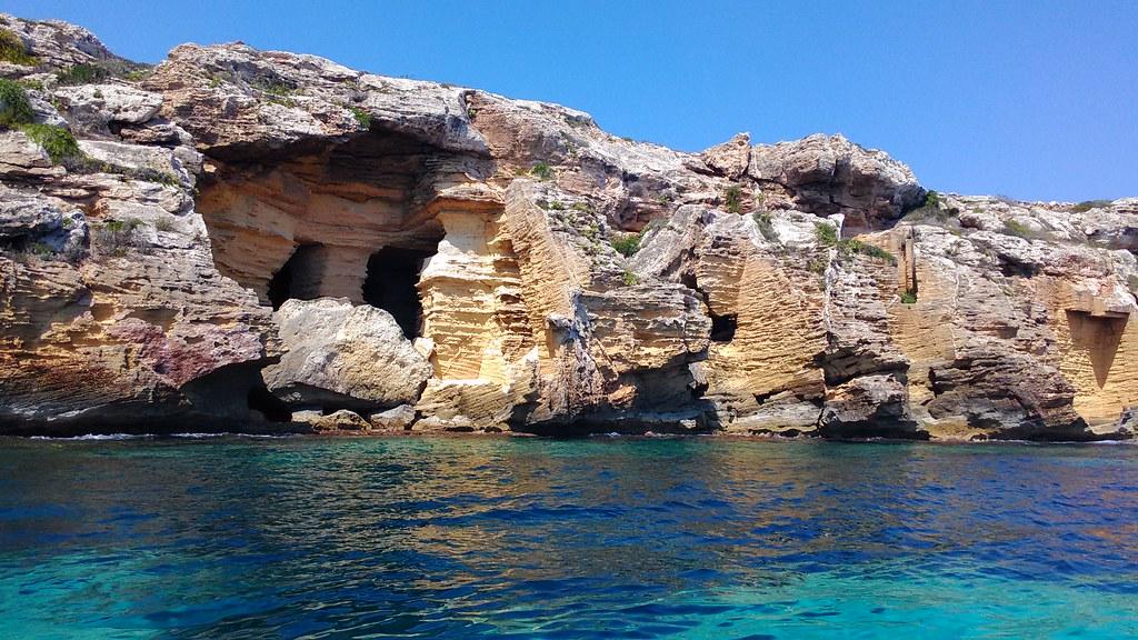 Cave di tufo a Bue Marino