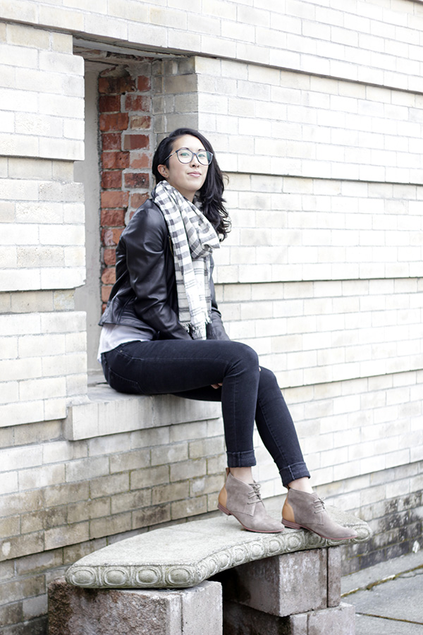 52b5a1f7cef55 Fall vibes: chukka boots with jeans | thedemuremuse.com