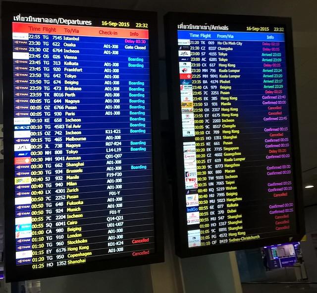 Un montón de vuelos cancelados y otros reconfirmados.