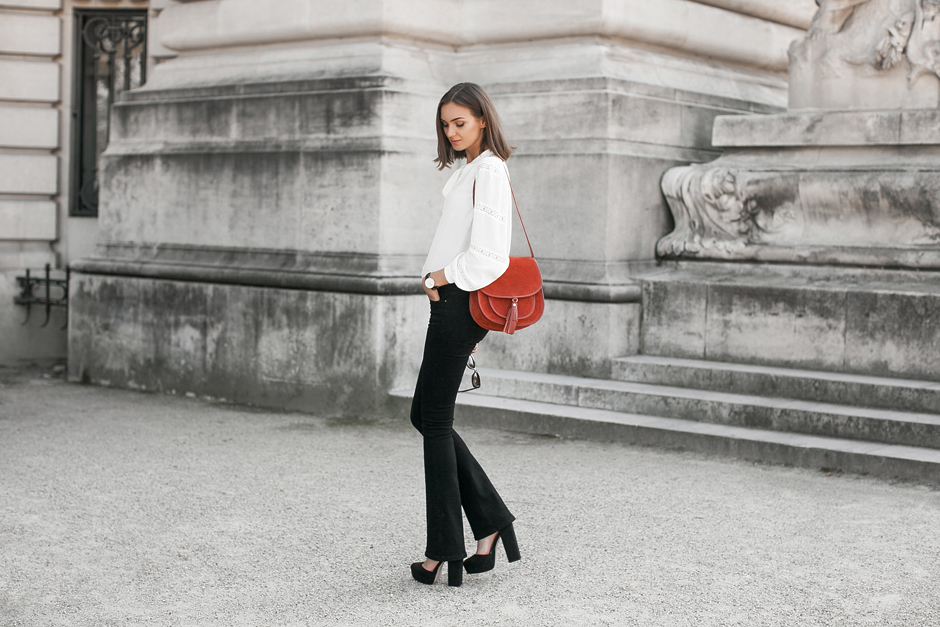 how-to-wear-flared-jeans-outfit-ideas
