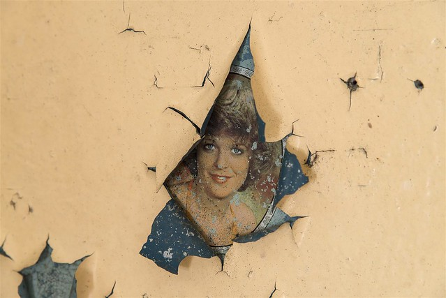 Amazing find: the wall painting just burst over a picture of a russian woman beyond. And she looks at me and smiles :)