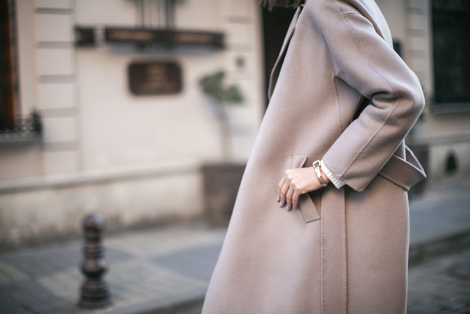 taupe-coat-stree-style