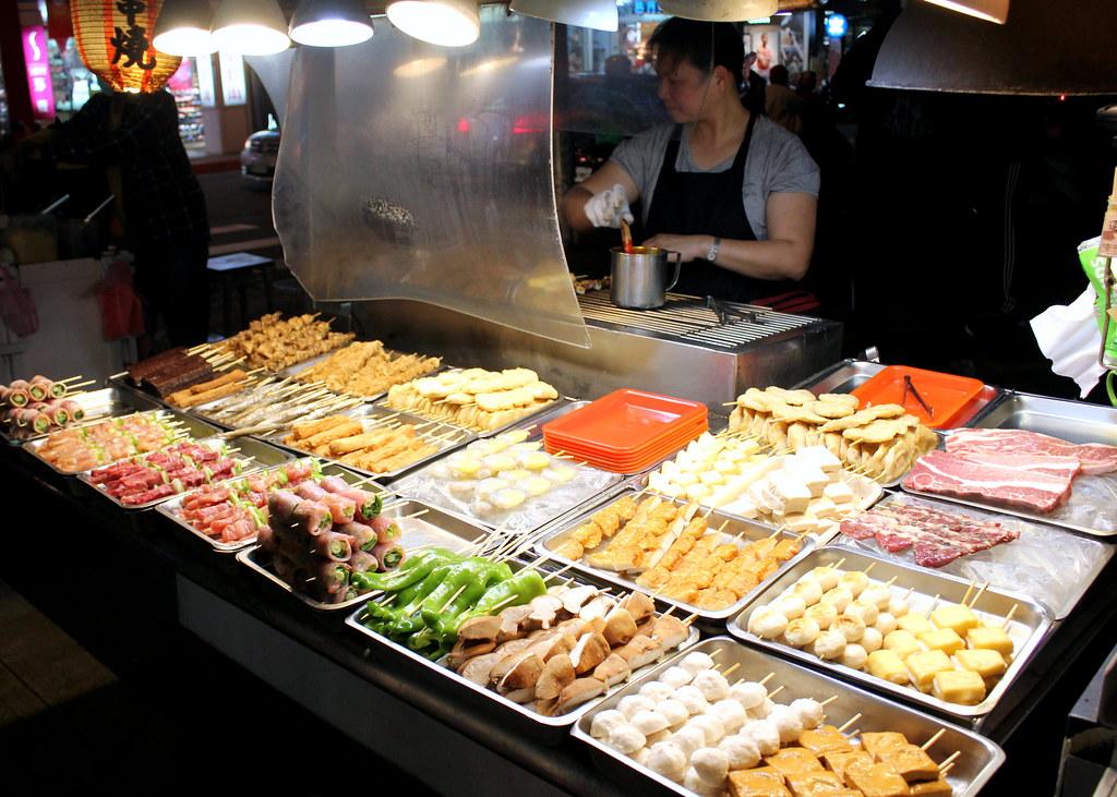 台北夜市小道:gongguan夜市炖的食物