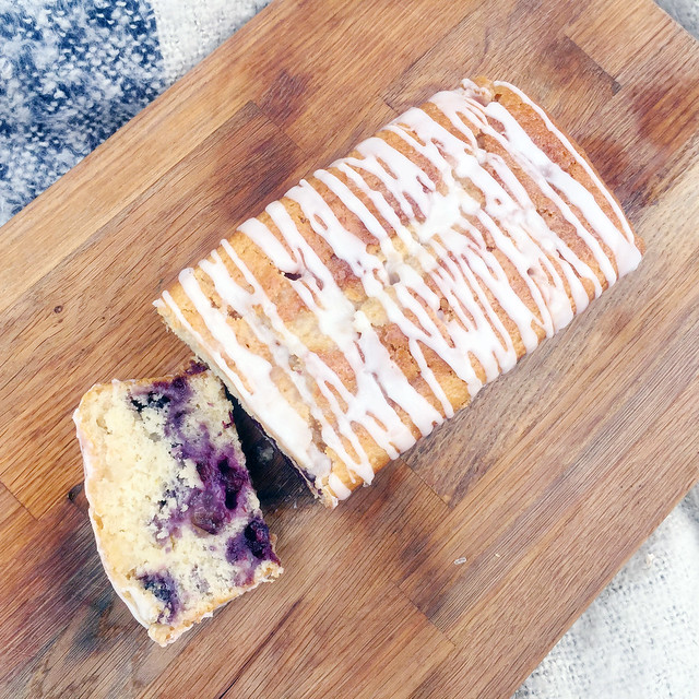 vegan lemon and blueberry drizzle cake 4