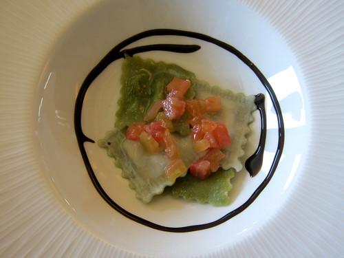 Raviolis de mascarpone i alfabrega amb daus de tomaquet fresc