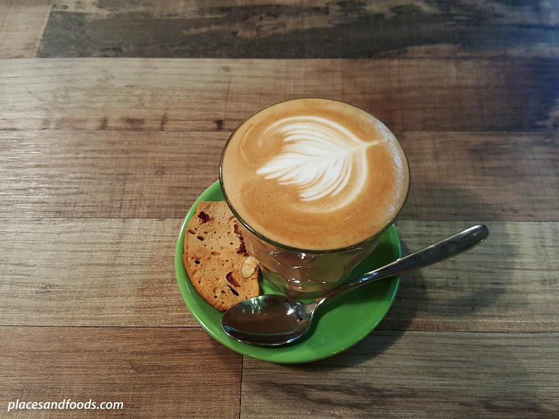 bites cafe lake fields sg besi cafe latte