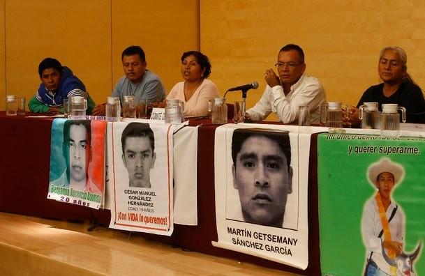 Piden padres nueva investigación sobre Ayotzinapa