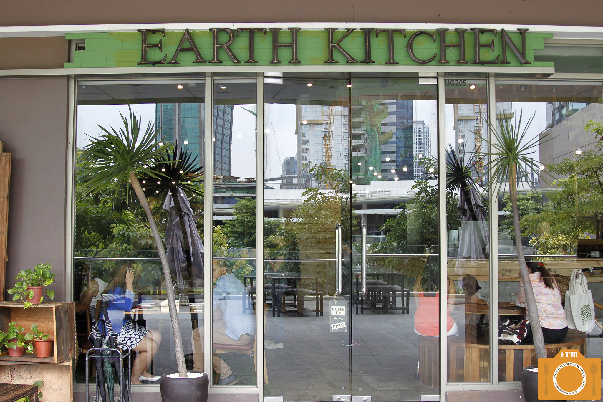 Earth Kitchen facade