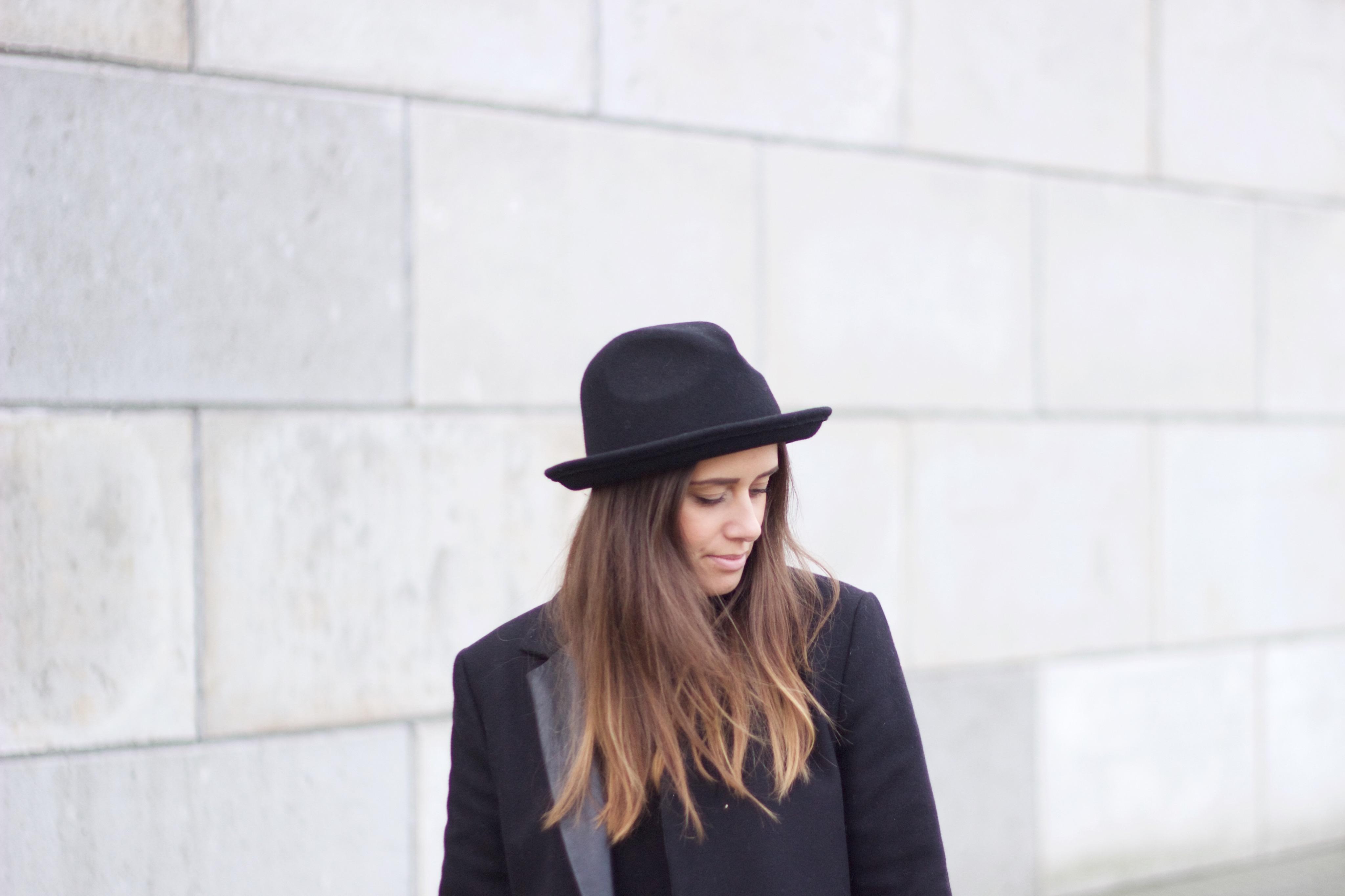 Hat-coat-style-combination-long-hair