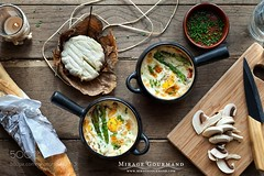 Cocotte with asparagus and mushrooms.
