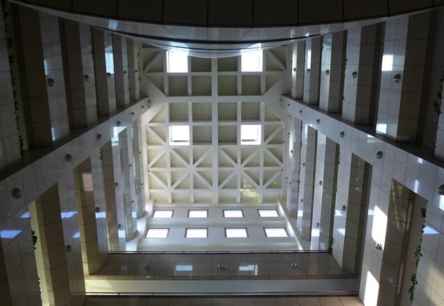 台達電瑞光大樓將天井窗戶減少12扇,省電效益更佳。攝影:陳文姿。