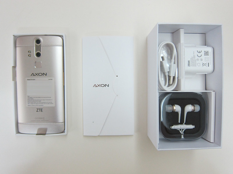 ZTE Axon Elite - Box Open