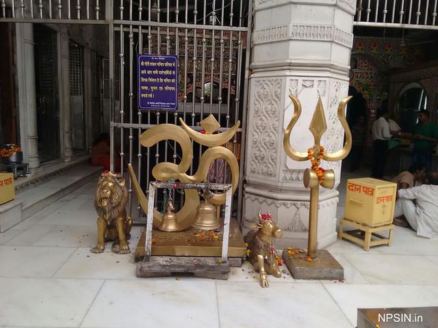 Om, Trishul, Sher and Shri Nandi (photo taken after permission)
