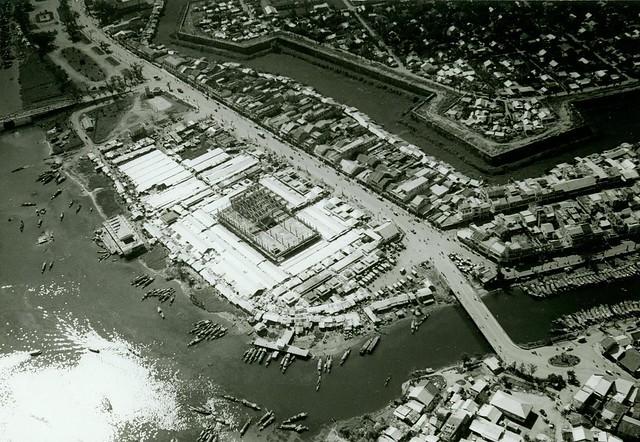 Huế 1969 - Dong Ba Market - Seen from the air, 1969 -  Chợ Đông Ba mới đang xây dựng
