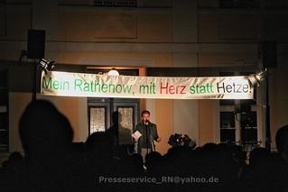 2015.11.24 Rathenow Zivilgesellschaft Kundgebung und Hassaufmarsch Buergerbuendnis (1)