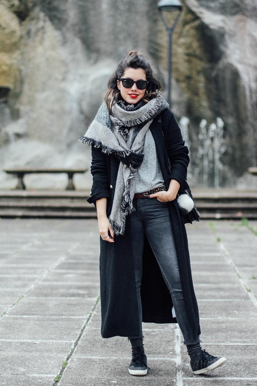 black maxi coat look myblueberrynightsblog