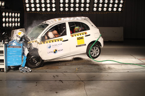 Nissan March latinncap
