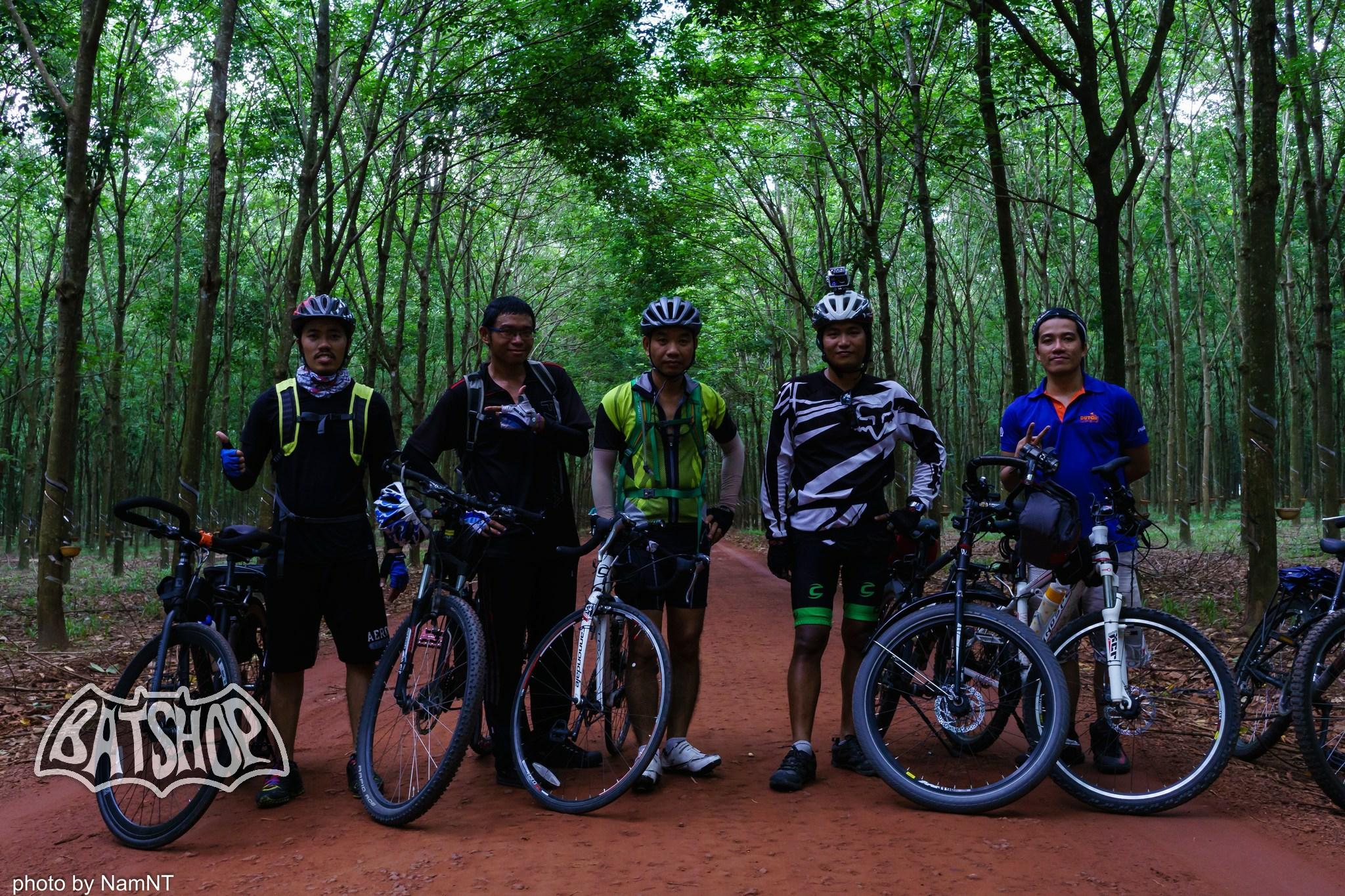 20653842561 4ba4258877 k - Hồ Cần Nôm-Dầu Tiếng chuyến đạp xe, băng rừng, leo núi, tắm hồ, mần gà