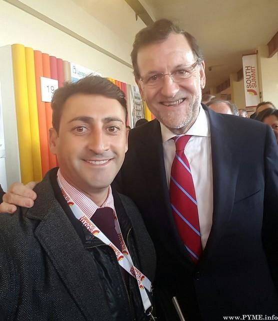 El responsable de los Viveros de Empresas de la Cámara de Comercio, José Marcos, junto al presidente del Gobierno, Mariano Rajoy.