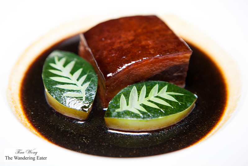 Braised pork belly with supreme black vinegar (龍軒東坡肉)