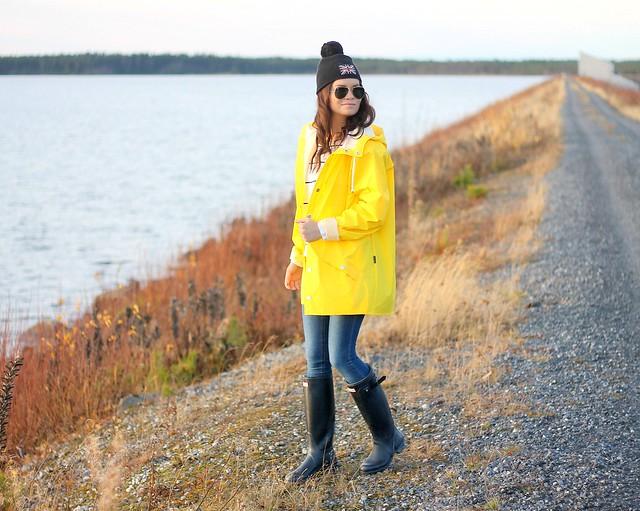 keltainen sadetakki