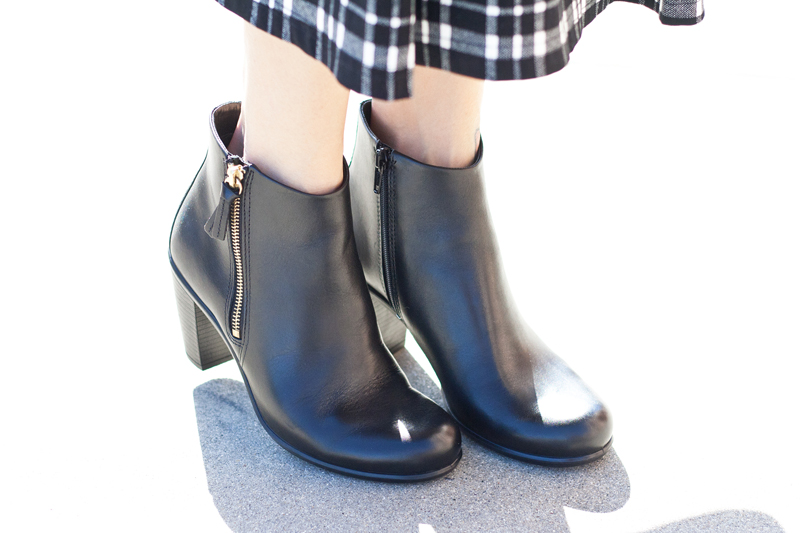 09-sf-fall-black-leather-booties-fashion-style