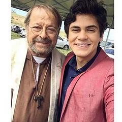 Duas figuras muito queridas de Velho Chico: Carlos Vereza, o ótimo padre Benício, e Lucas Veloso, o despachado Lucas da Cooperativa de Grotas...  #blogauroradecinemaregistra  #aplausoblogauroradecinema  #tvglobo @redeglobo #actor #carlosvereza #lucasvelos