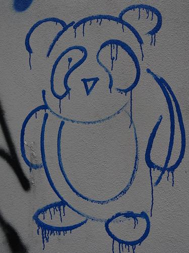 Graffiti der blaue Bär in Dresden 00041