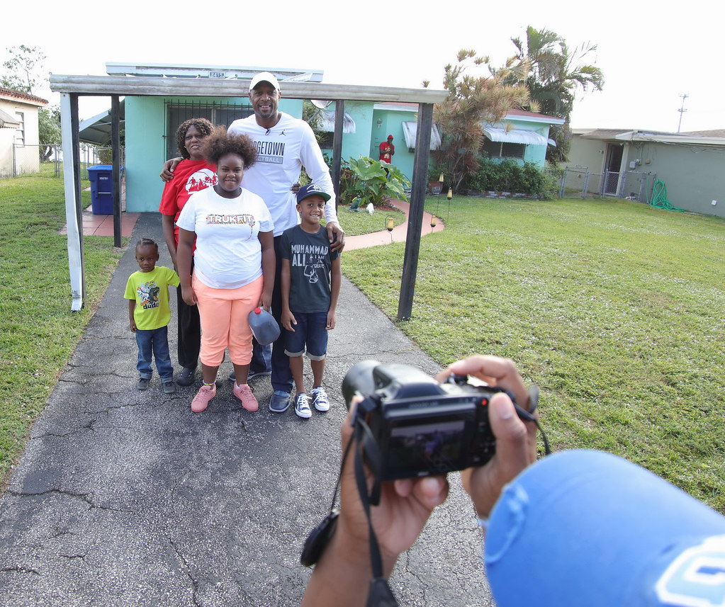 Overtown Youth Center Thanksgiving with Alonzo and Tracy Mourning 2016  008