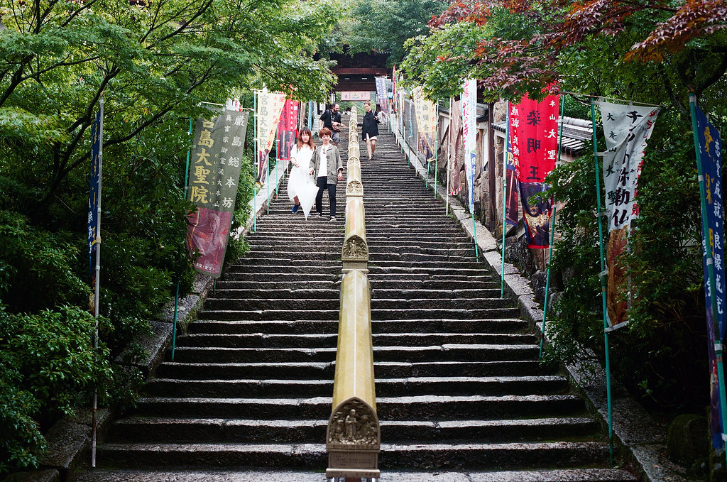大聖院 嚴島(Itsuku-shima)広島 Hiroshima 2015/08/31 中間都是經文。  Nikon FM2 / 50mm FUJI X-TRA ISO400 Photo by Toomore