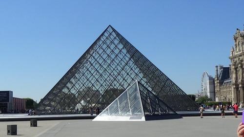 Paris Louvre Pyramid Aug 15 (1)